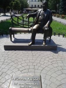 Pomnik i tablica pamiątkowa poświęcona Leonidowi Utiesowowi